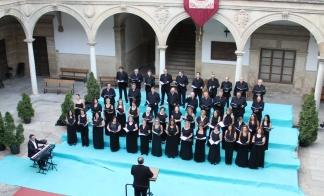 Escenario principal del festival - Patio antigua Universidad 7